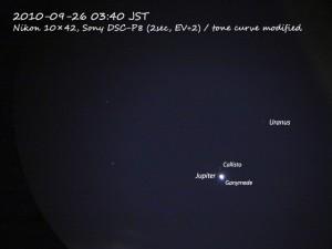 双眼鏡ごしの木星と天王星(2010-09-26)